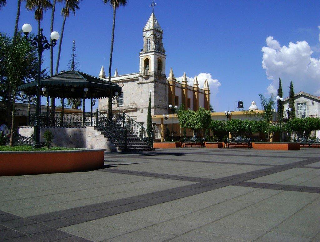 Imagen de adoquines lisos combinados en explanada de Tala Jalisco